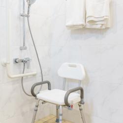 Asientos y sillas de ducha