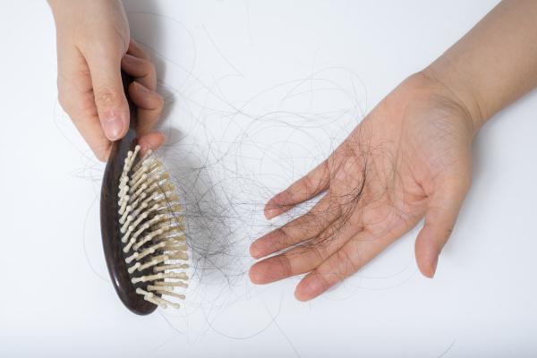 ¿Qué es el efluvio telógeno o caída rápida del cabello?