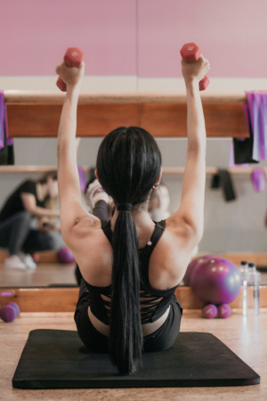pesas ejercicio menopausia mujer