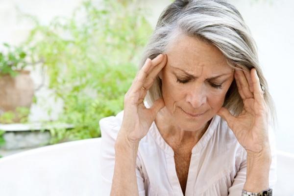 ¿Cómo aliviar los dolores de cabeza durante la menopausia?