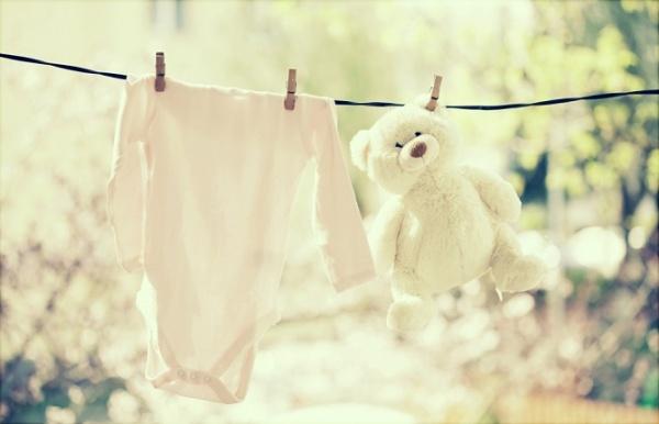 ¿Cómo debo lavar la ropa del bebé?