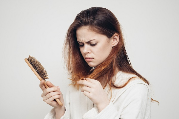 Consejos para prevenir la calvicie o caída crónica del cabello