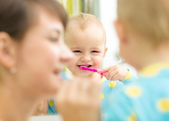 Cuidado dental desde el primer mes hasta los 12 años