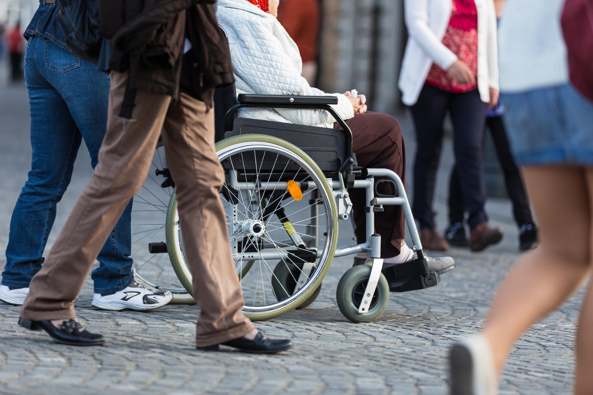 Alquilar una silla de ruedas plegable en Lloret de Mar